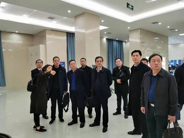 汉江中院副院长闫大华一行前来我院考察交流